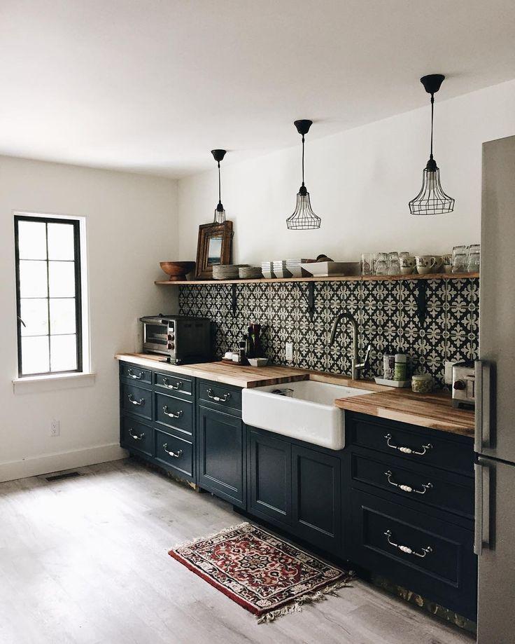 Pour la cuisine de la maison d'invité, j'ai réutilisé nos vieilles armoires de l'île et ... - Decor Cuisine