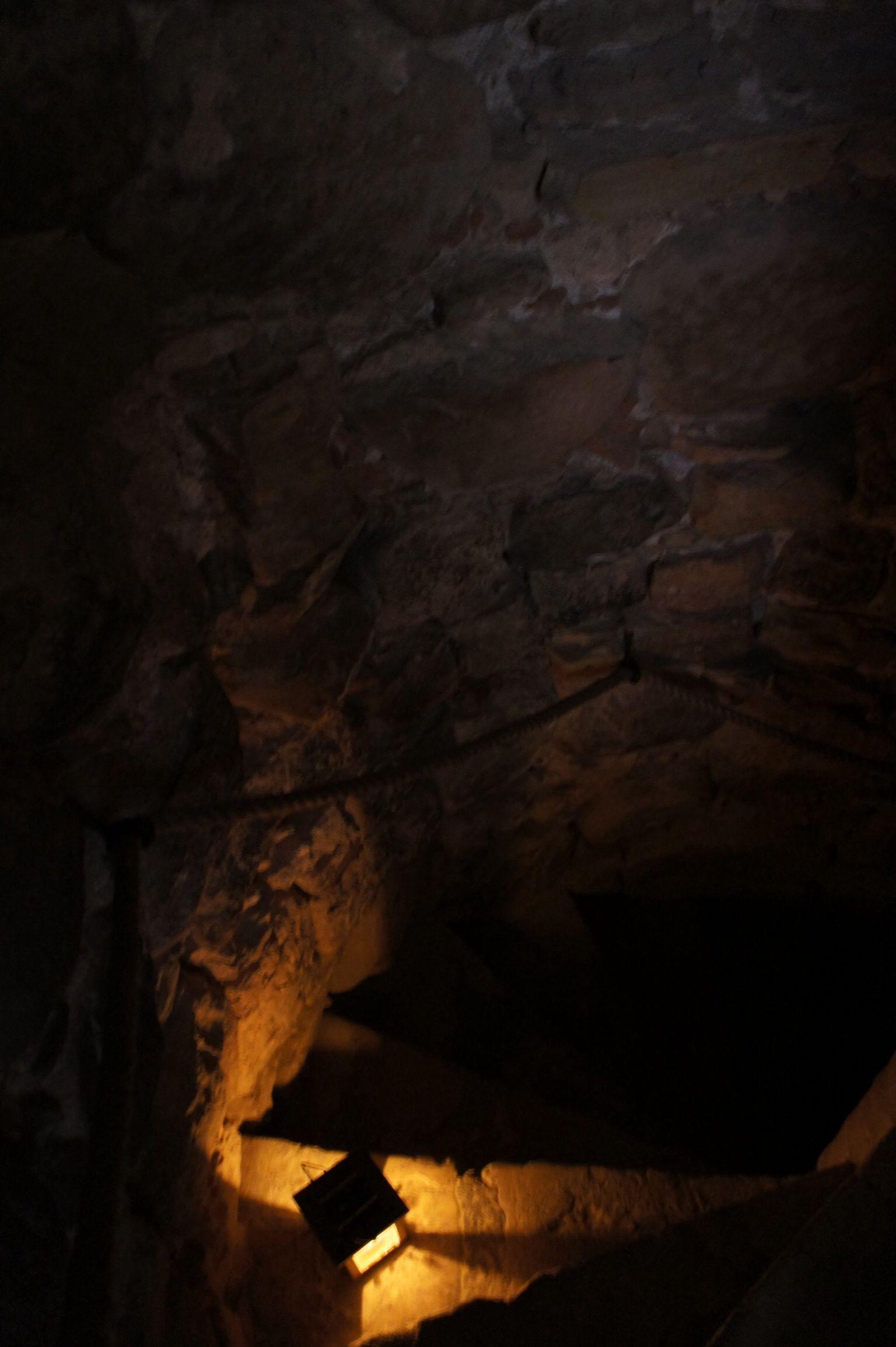階段。真っ暗