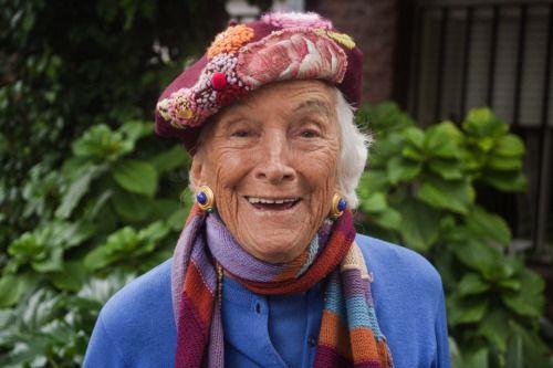 Mi abuelita, la paisana más citadina y parisina de todas! :)