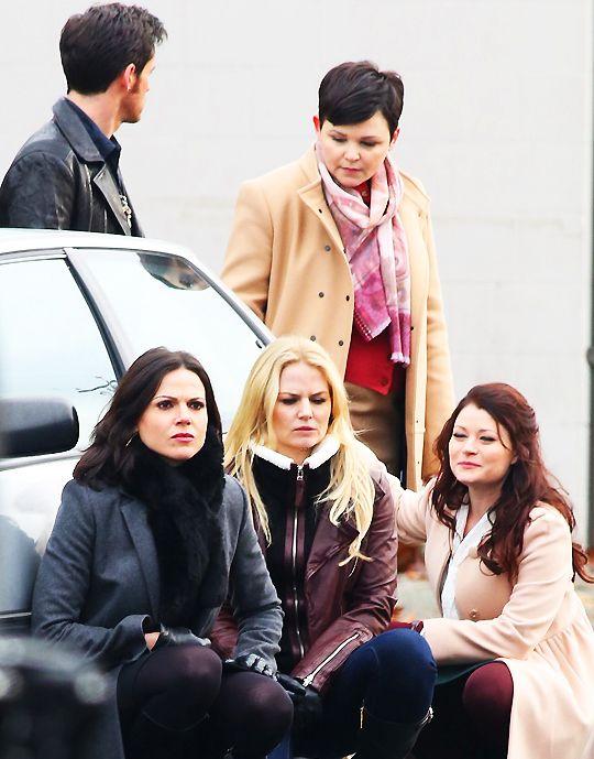 Colin O'Donoghue, Ginnifer Goodwin, Emilie De Ravin, Jennifer Morrison and Lana Parilla on the set - 4 * 12 - 18 November 2014