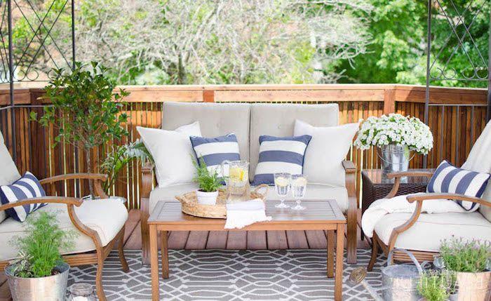idee salon de jardin en bois composite avec canapé, fauteuils et ...