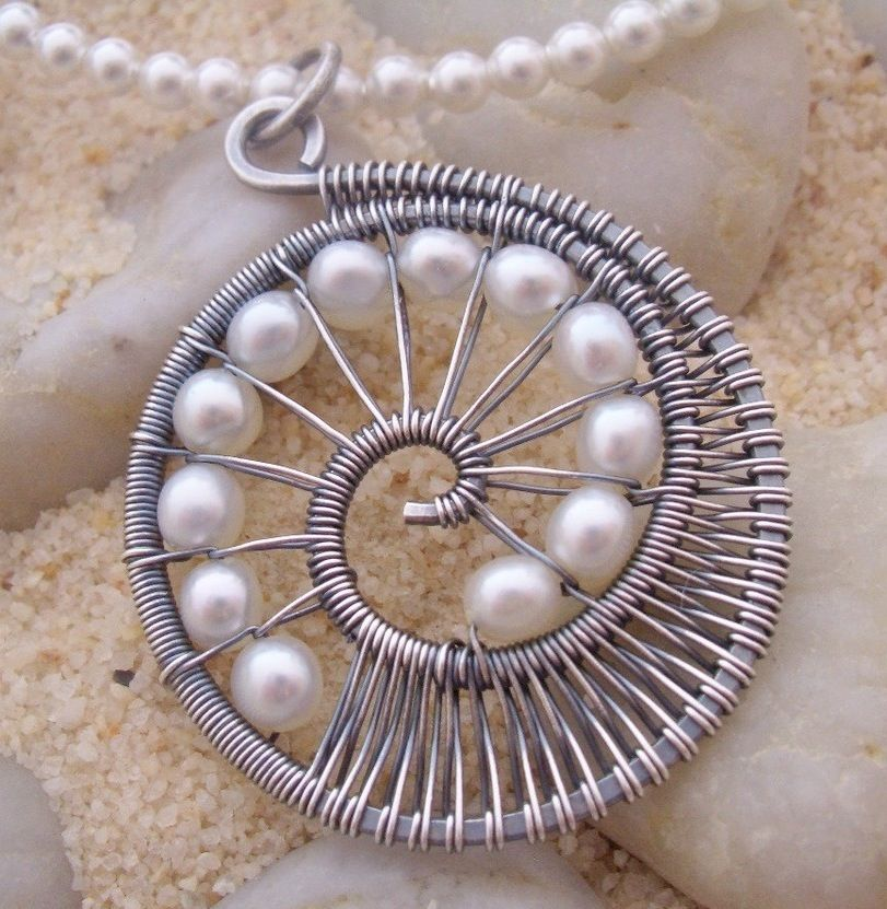wire worked pendant with pearls | Me gustas | Pinterest | Draht ...