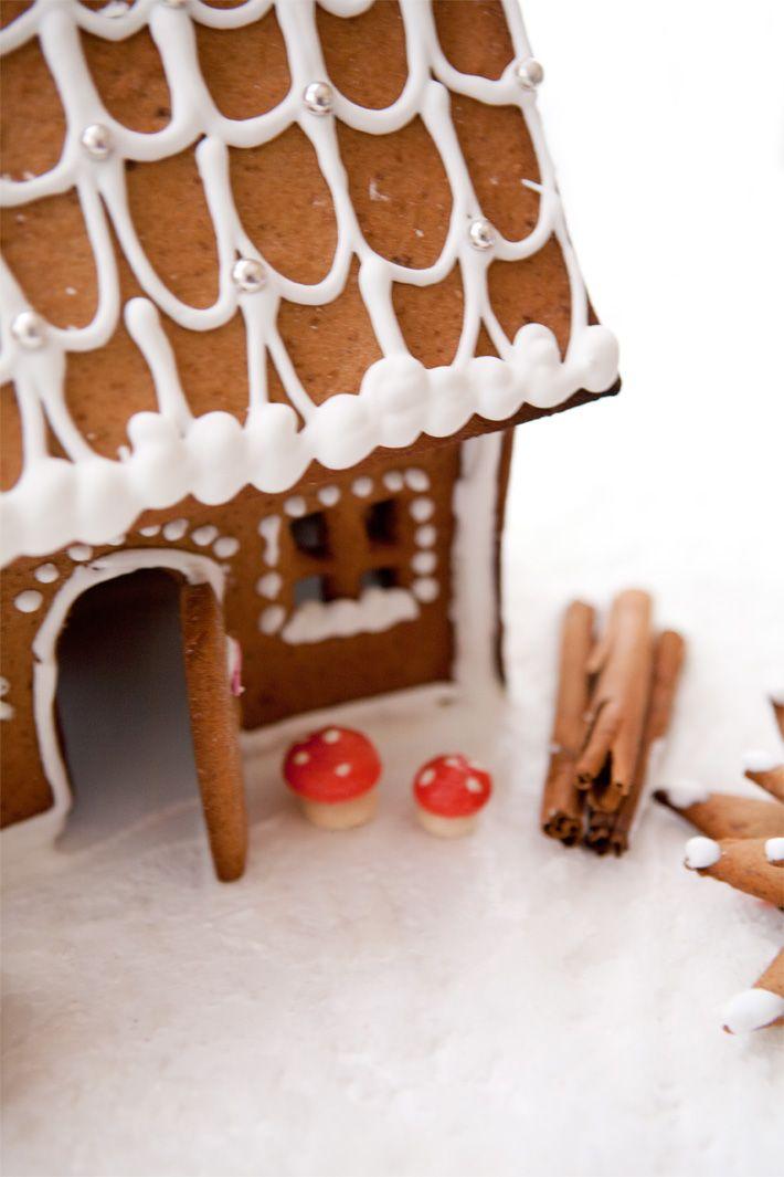 Le petit village en pain du0027épice enneigé de Noël Gingerbread