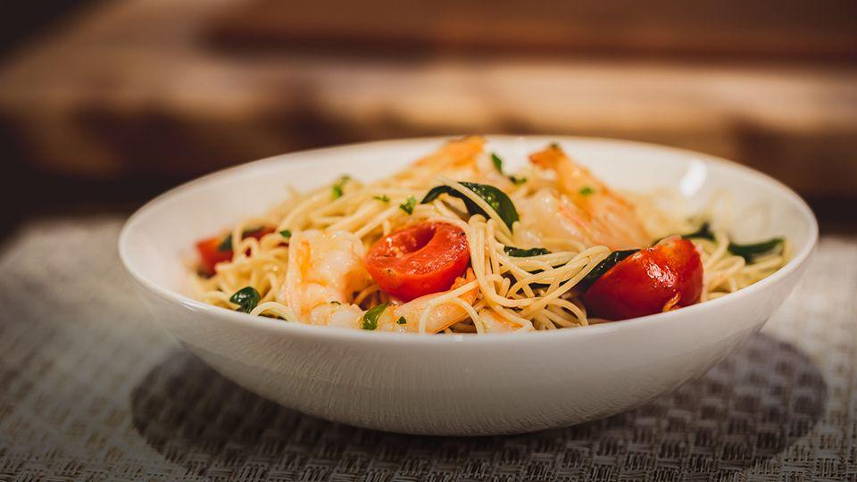 Healthified garlic shrimp pasta uhc tv garlic shrimp
