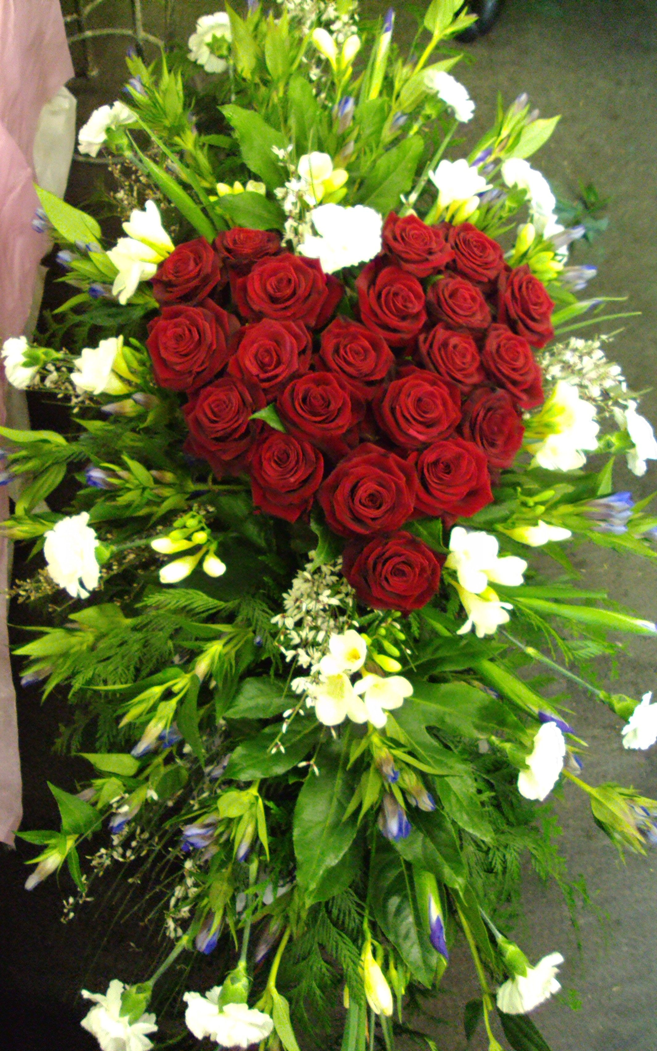 Coffin Spray With Heart Made Of Roses Wreath Love Pinte