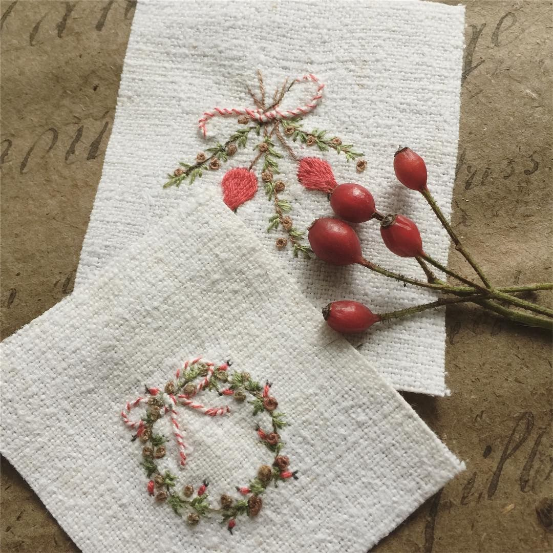 Small stitcheries designed exclusively for my taster workshops at the @thecountrybrocante at Cowdray Park next month. Booking for these opens soon. #embroideryworkshop #handembroidery #handmadechristmas #stitchedrosehips #rosehips #trysomethingnew #decorativeantiques