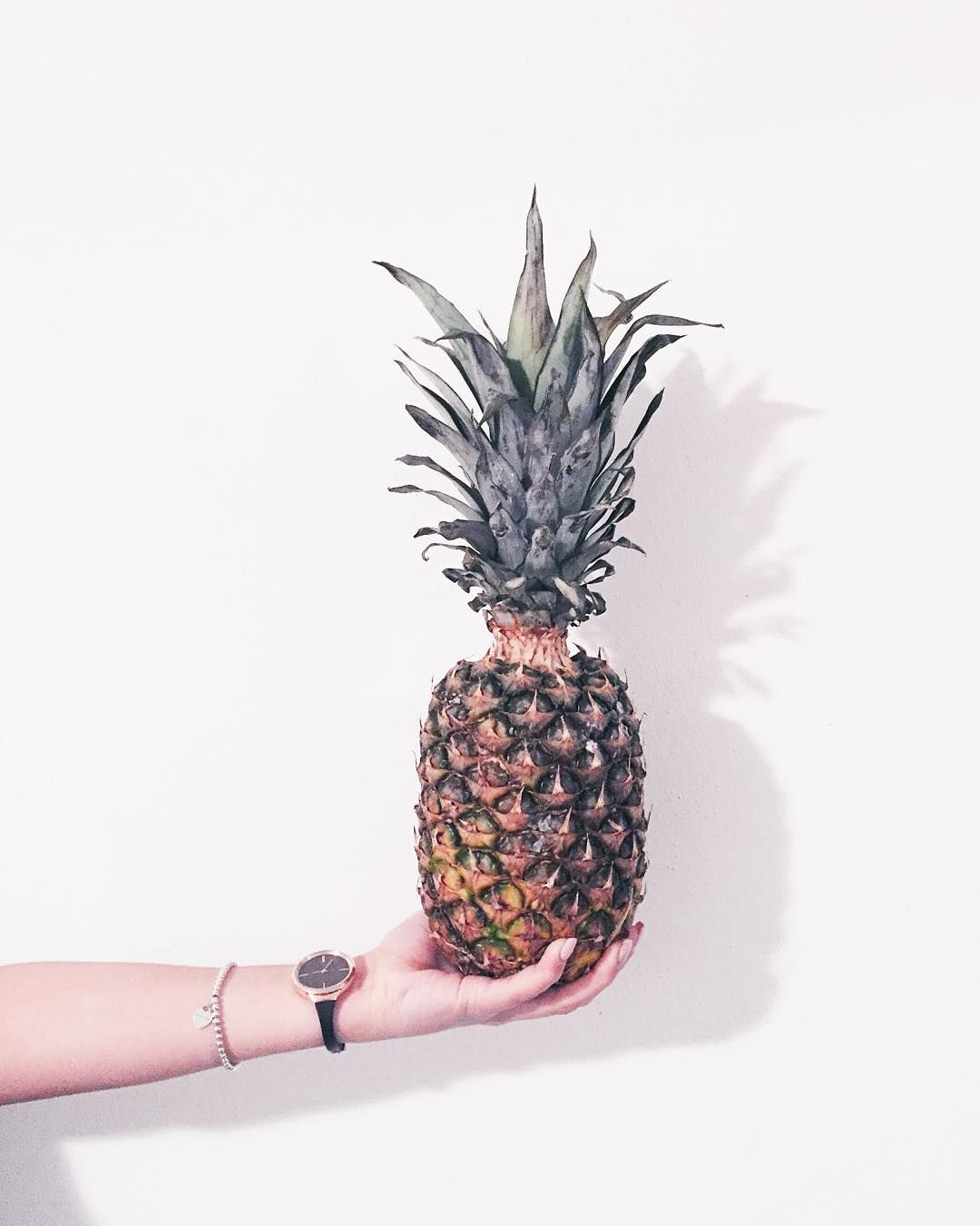 Mi hanno detto che devo mangiare frutta da qui al 6 gennaio perché sto davvero esagerando.  #mangiareèbello #ananas @calvinklein #ckminute #swissmade #findyourmoment http://ift.tt/1NkyAgG by martinachiella