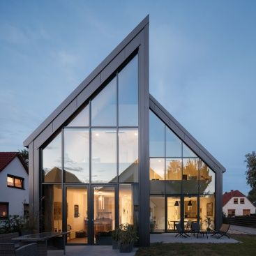 Sandwichpaneele für die Fassade – ungewöhnliche Optik, hohe Energieeffizienz