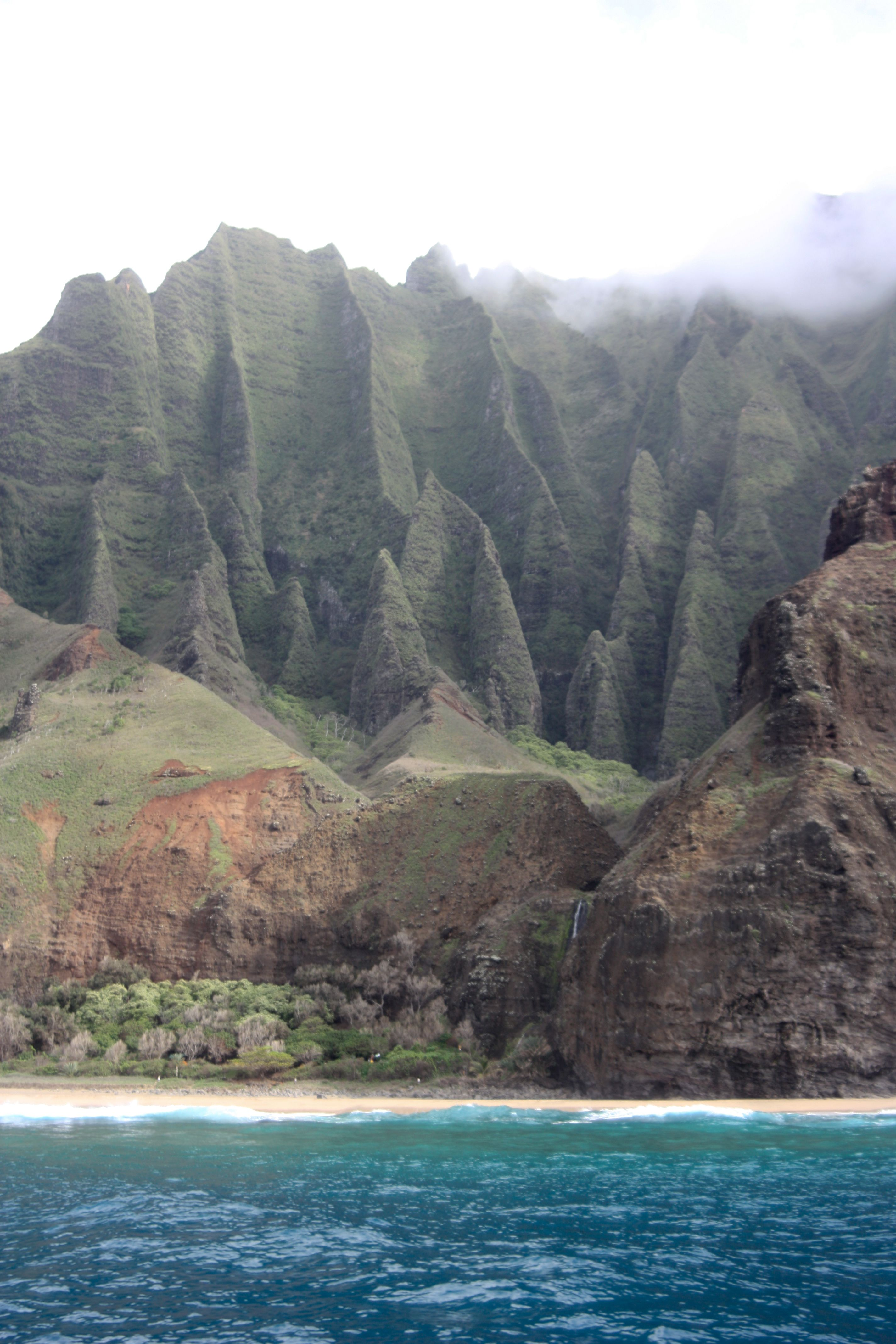 Na Pali Coast Kauai Many Movies Have Been Filmed Here South Pacific Six Days And Seven Nights Jurassic P Jurassic Park Movie Jurassic Park South Pacific