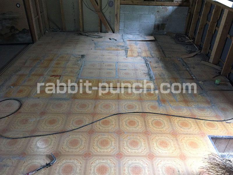 キッチン床を解体 根太 大引 束柱はシロアリの被害に シロアリ キッチン床 床