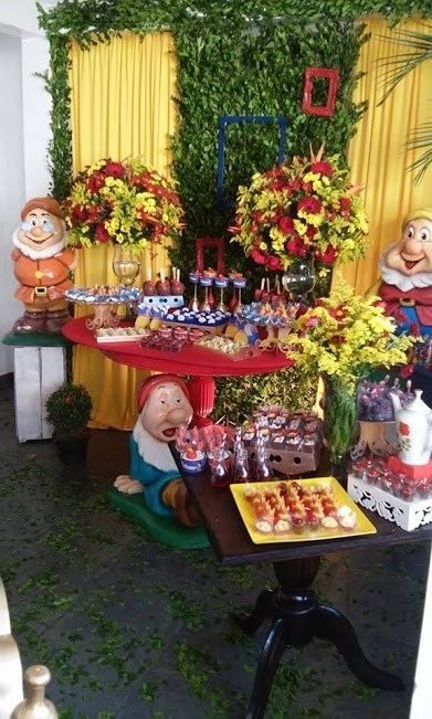 Snow White Table Decoration Ideas (With images) | White ...