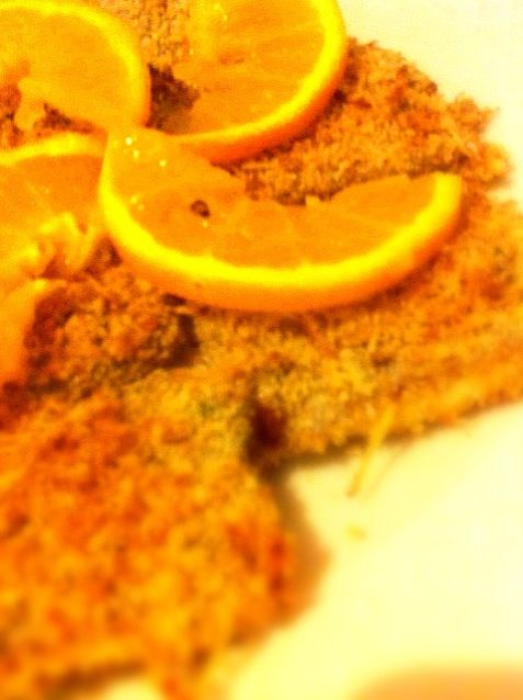 シチリア産オレンジを絞ったジュースに漬け込んで下ごしらえ。牛肉と並んでこの調理法に合うのがタラとタチウオ。パルミッジャーノをかけてオーブンで焼き上げます。 - 9件のもぐもぐ - Spatola all'arancia inpanata タチウオのオレンジ焼き by yukiko kigoshi