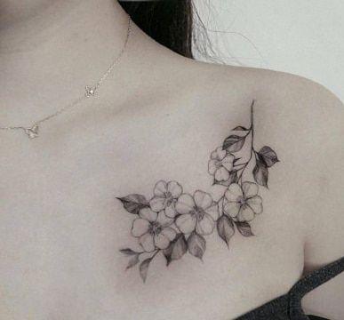 Diferentes Disenos De Tatuajes De Rosas En El Pecho