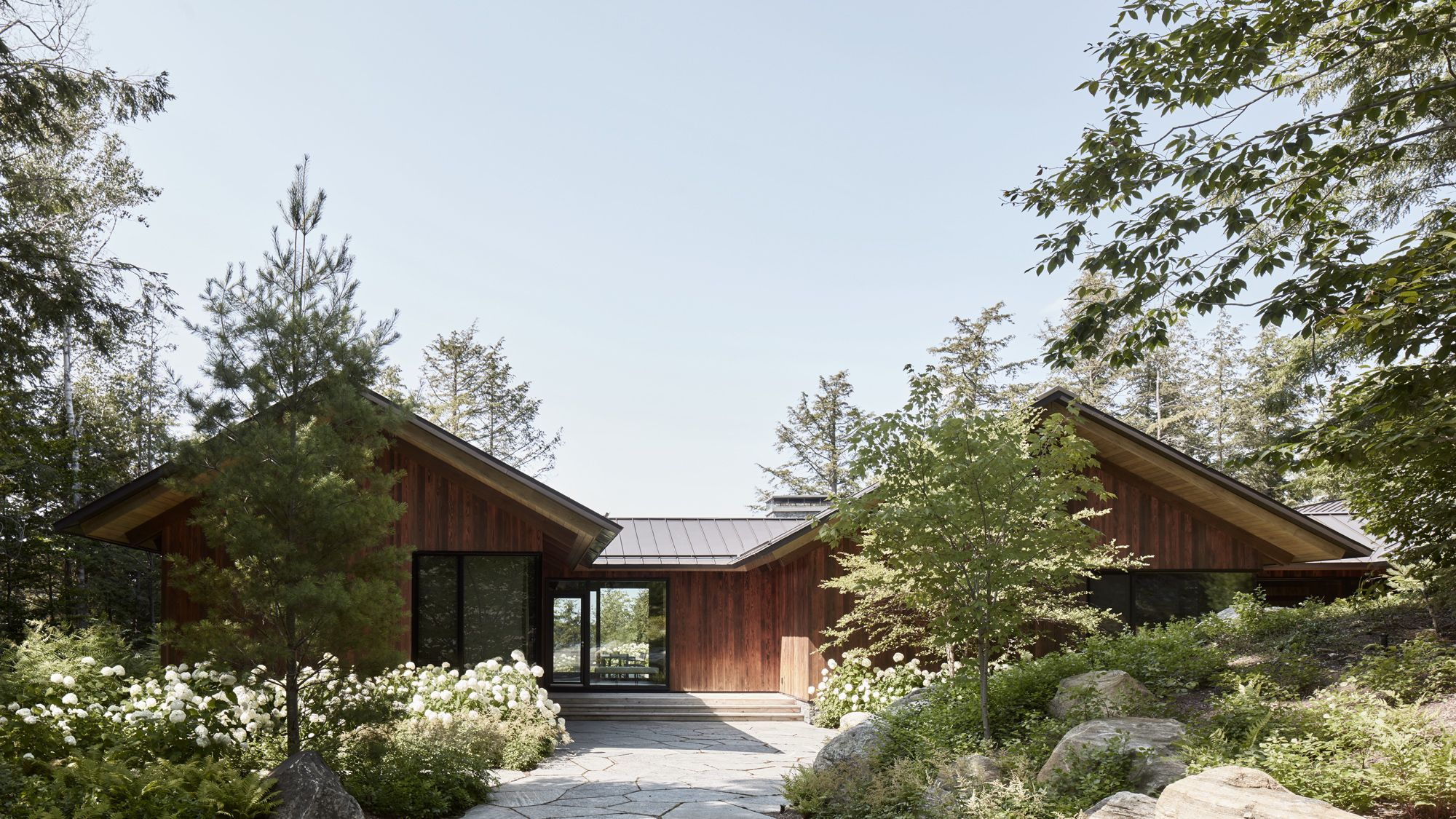 Akb Metrick Cottage And Boathouse In 2020 Architect Maine House Waterfront Homes