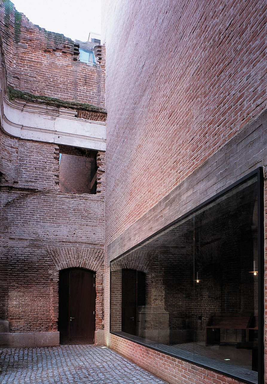 Linazasoro & Sanchez - Cultural Centre of the Piarists, Madrid 2004