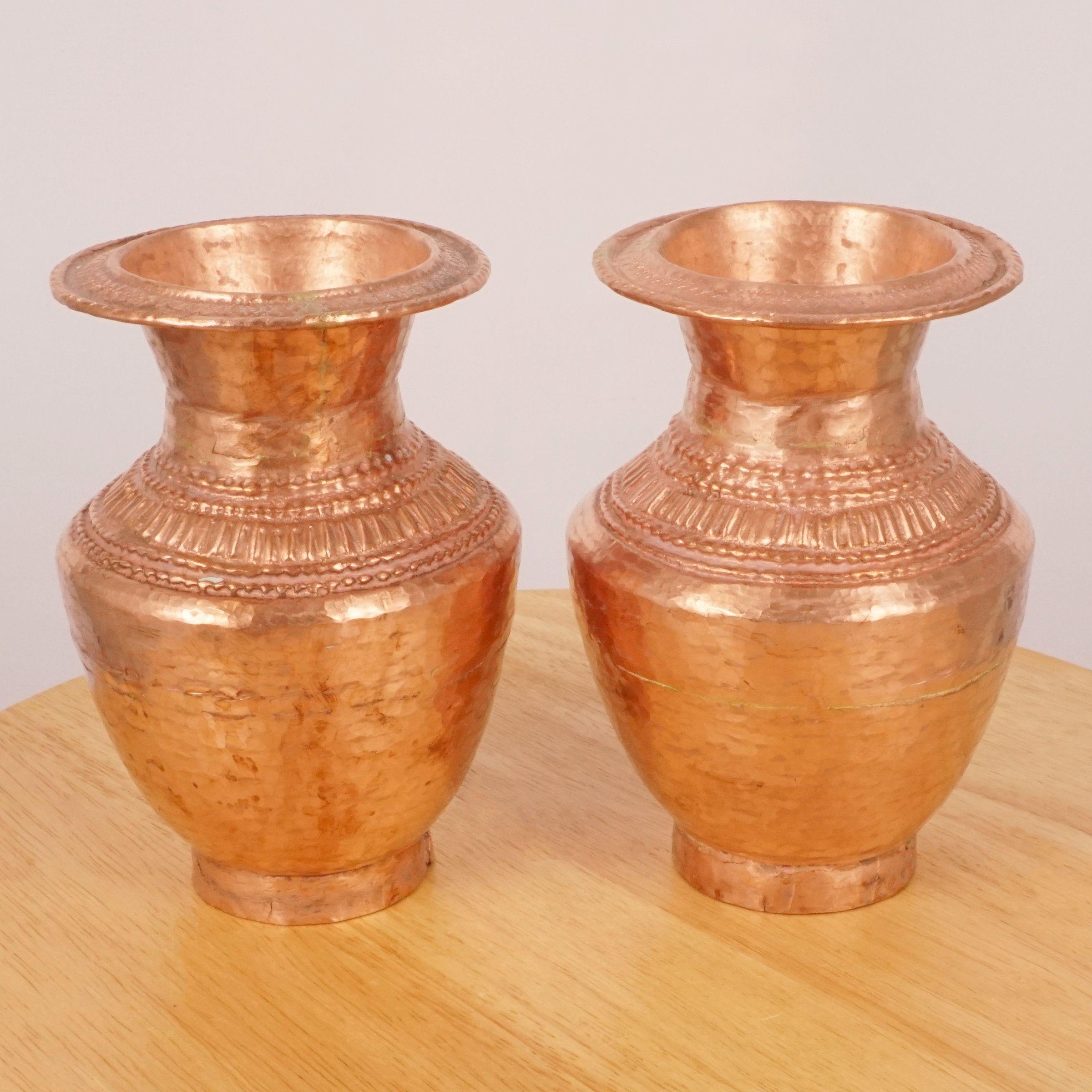 Two Copper Vases Set Of Two Copper Vases Vintage Copper Handmade Vases In 2020 Handmade Vase Copper Vase Vase Set