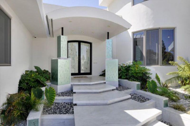 Pin By Vx14 On درج مدخل فيلا خارجي Modern House Design Modern House Luxury House Designs