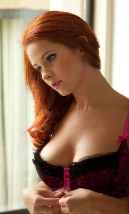 Redhead Girl On Cam Wants To Get Naughty