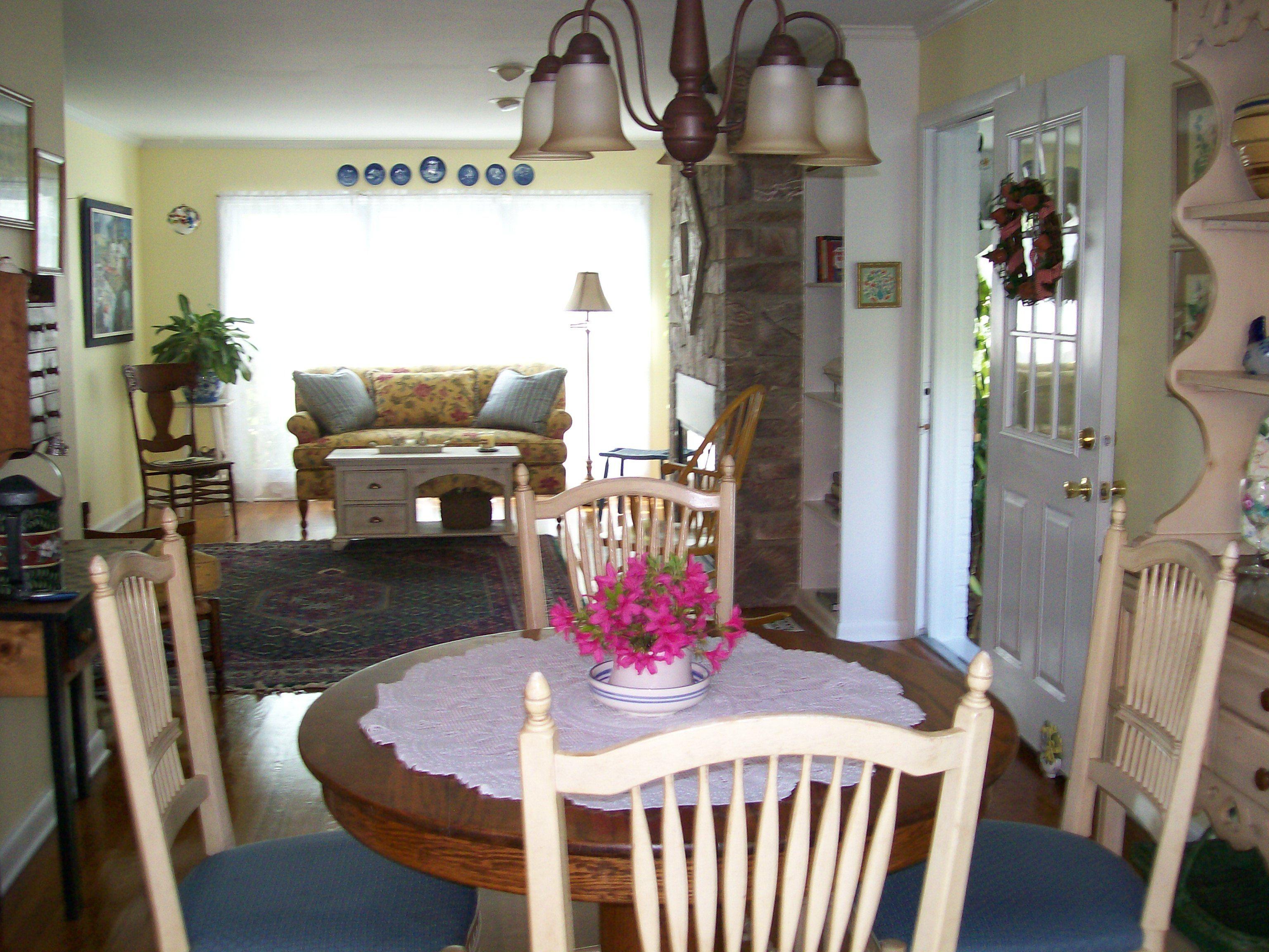 the diningroom/livingroom