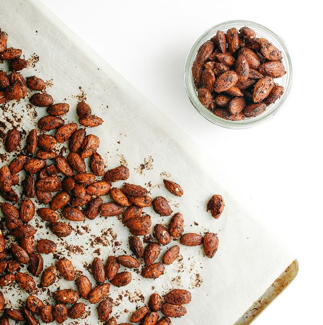THE SIMPLE VEGANISTA: CHOCOLATE CHAI ROASTED ALMONDS