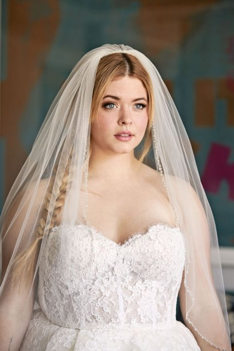 Quot Pretty Little Liars Quot Star Sasha Pieterse Tests 3 Wedding