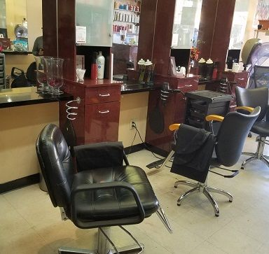 Incredible 809 Roma Hair Studio Has A Large Room For Rent A Hair Salon Home Interior And Landscaping Ologienasavecom