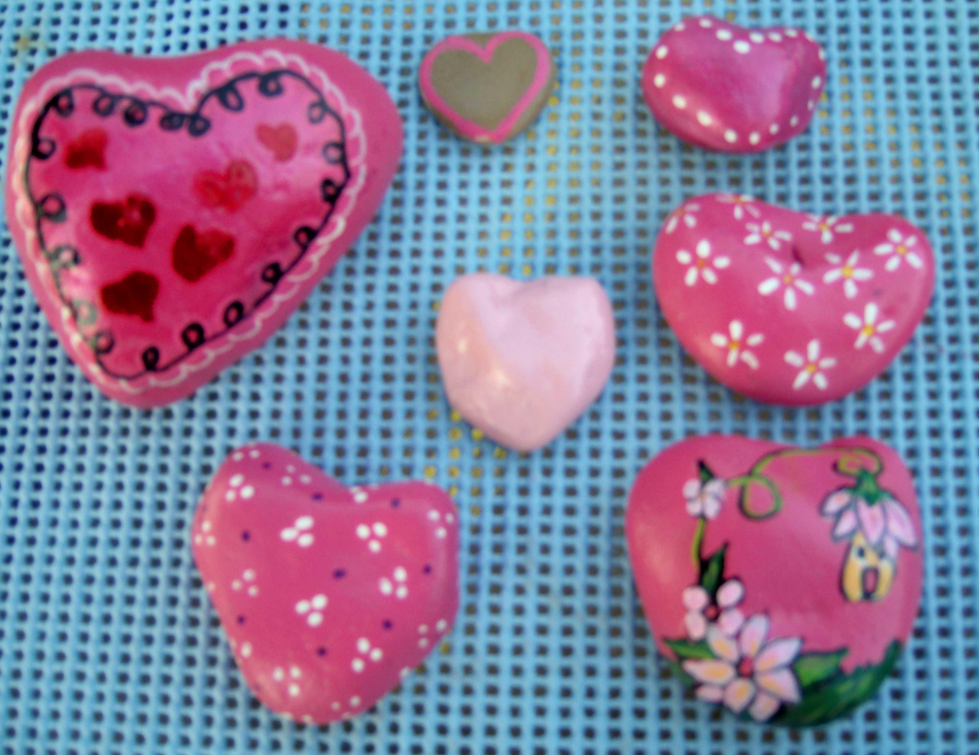 90 best Heart Shaped Rocks images on Pinterest | Painted rocks ...