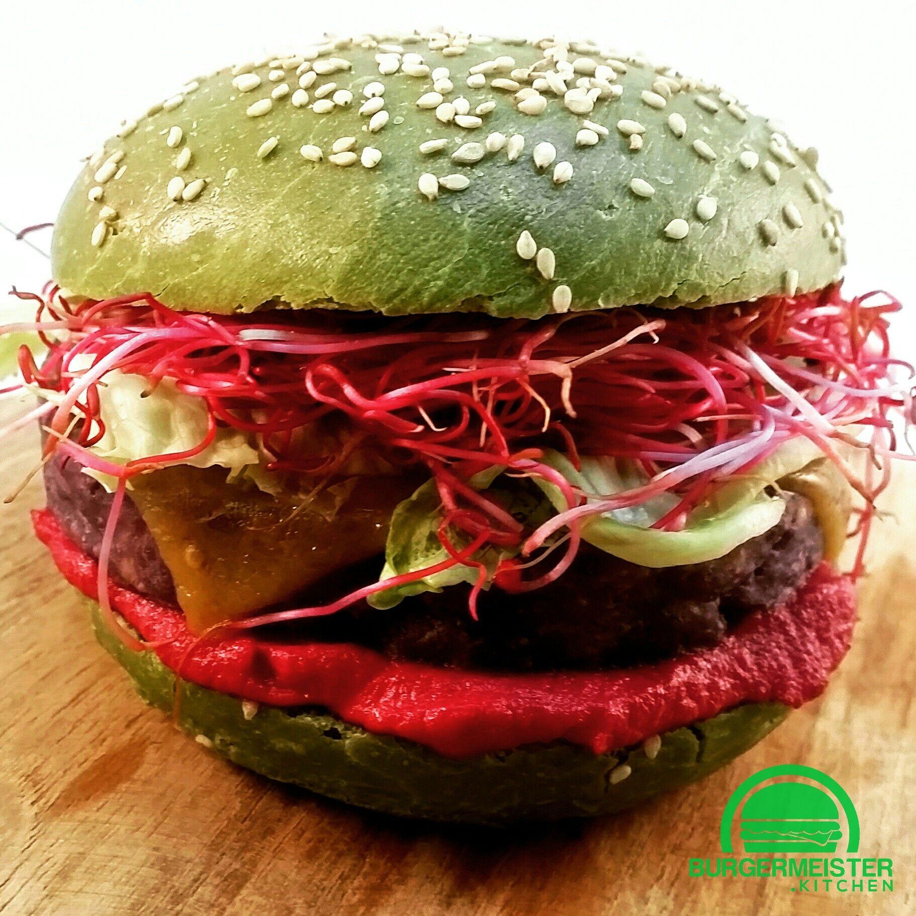 The Monster Green Burger Bun Colored With Spinach Veggie Blue Potato Pattie Hummus Full Recipe At Http Burgermei Burger Buns Burger Spinach Burgers