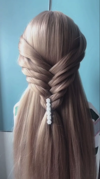 Hairstyle For Long Hair Video Tutorial In 2020 With Images Long Hair Video Hair Videos Tutorials Long Hair Styles
