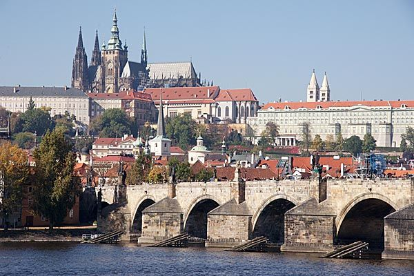Google Image Result for http://www.freefoto.com/images/110/11/110_11_8239---Prague-Castle-and-Charles-bridge_web.jpg