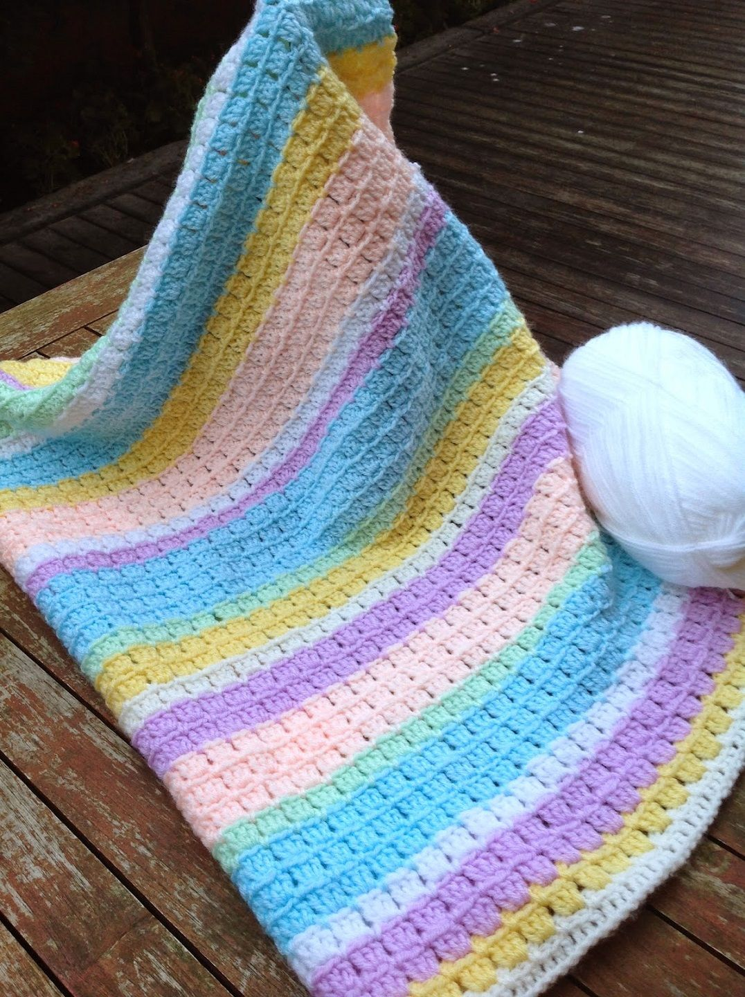 Free Pattern] Adorable Block Stitch Baby Blanket   Easy patterns ...