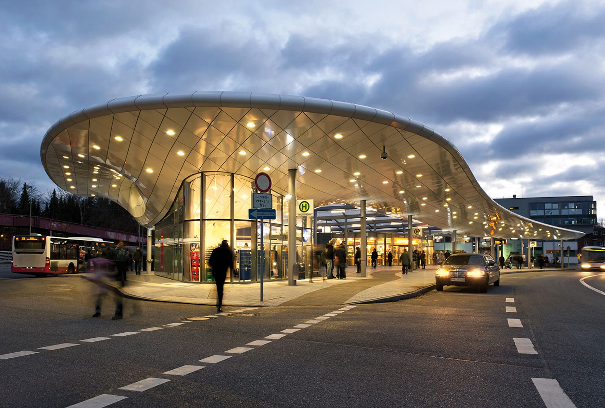 Hamburg Architektur Bus Station Hamburg-poppenbüttel, Germany By Blunck-morgen Architekten Hamburg, Wtm Ingenieure Hamburg,martin Tamke, All Germany /… | Bus Station, Bus, Architecture