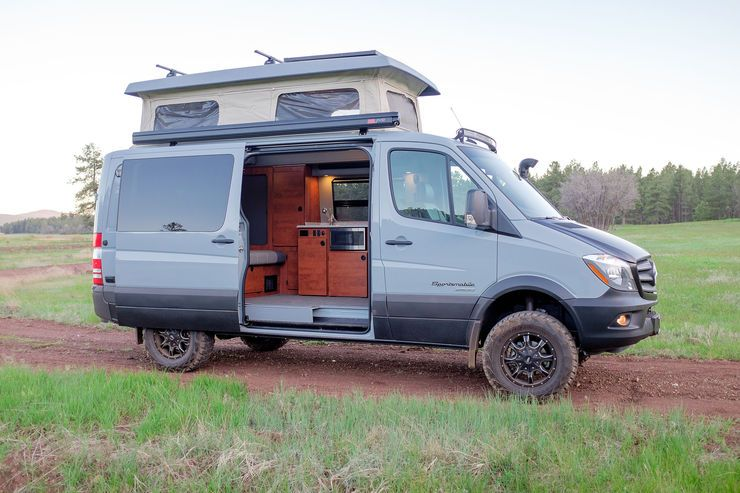 Us wohnmobilbauer sportsmobile baut den mercedes benz for Mercedes benz sprinter camper van