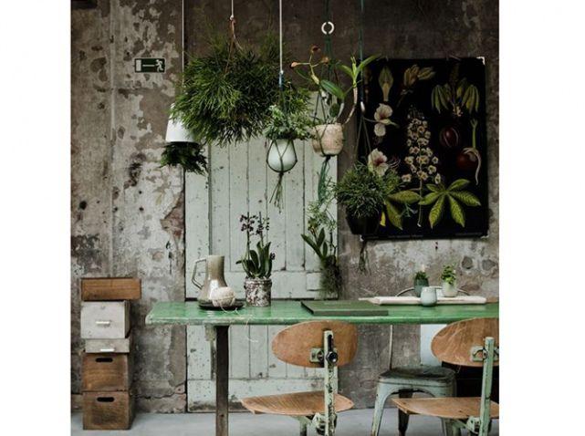 bureau vase suspendu deep dusted frosted chalky. Black Bedroom Furniture Sets. Home Design Ideas