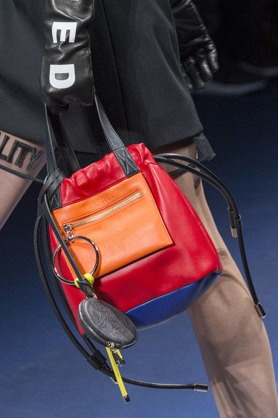 Versace at Milan Fashion Week Fall 2017 - Details Runway Photos
