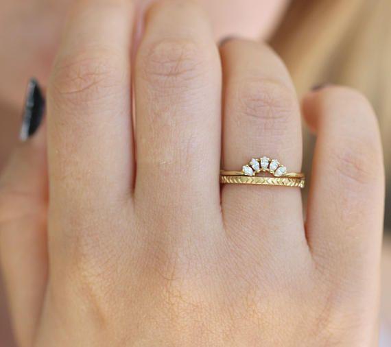 Geometric Wedding Ring Art Deco Wedding Ring Minimalist Etsy In 2020 Minimalist Wedding Rings Art Deco Wedding Rings Dainty Wedding Ring