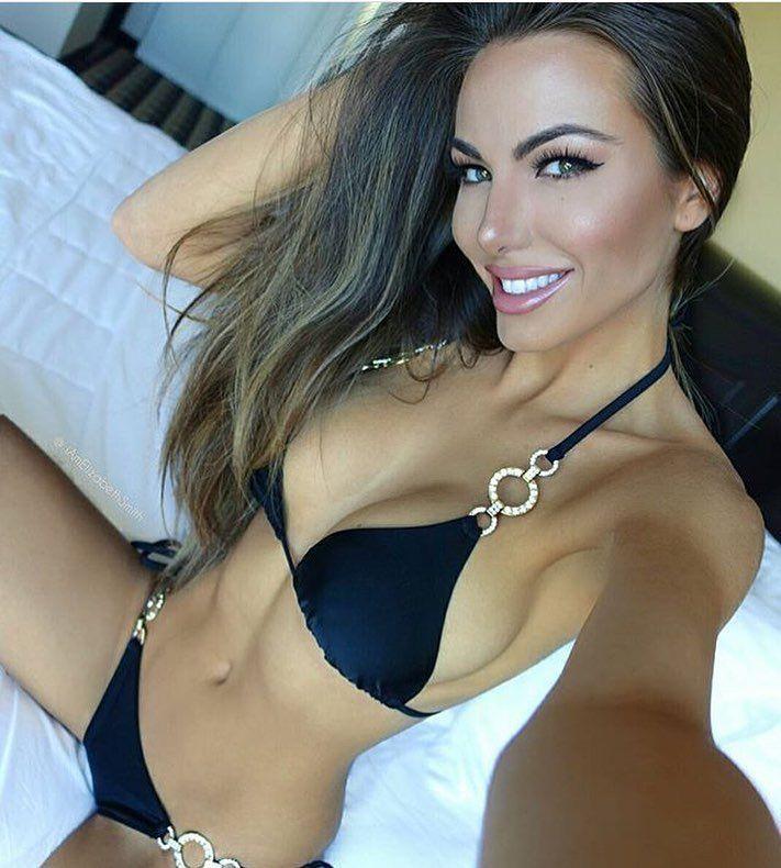 Brunette Perfekter Hot Körper Babe Perfekter Körper