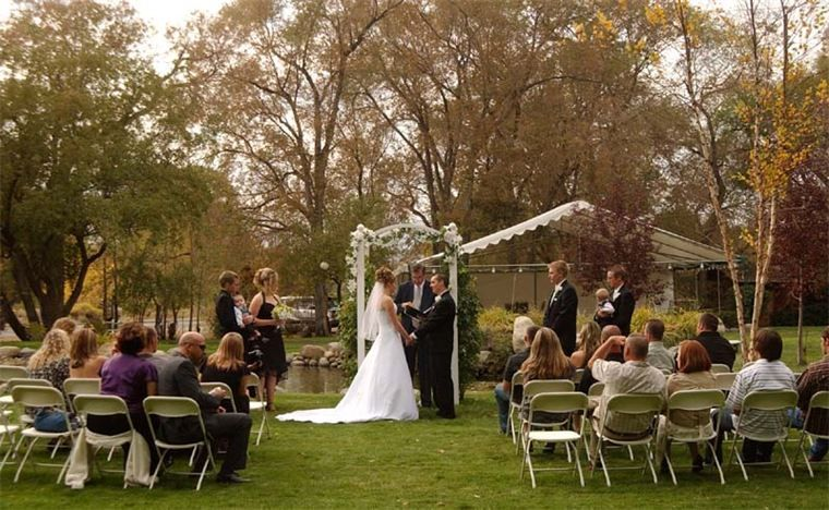 The Chism House Reno Nv October Wedding Cottage Wedding Yard