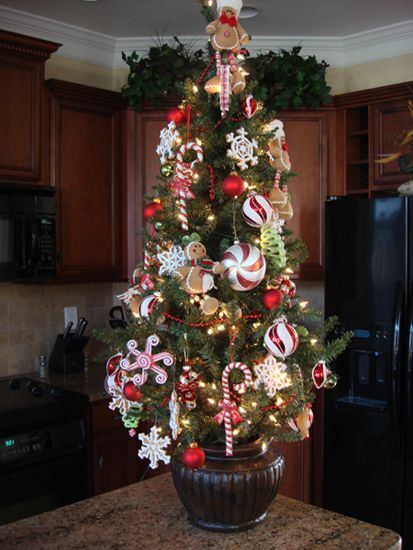 Fun Kitchen Christmas tree - Gingerbread and Peppermint
