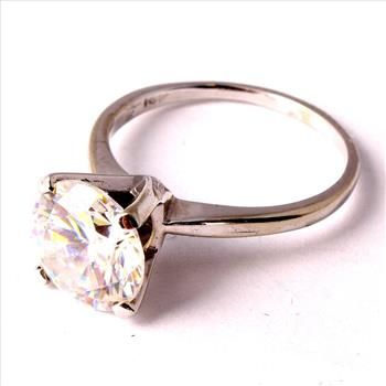 3.9 Gram 14kt White Gold Ring With Colorless Stone  http://www.propertyroom.com/l/39-gram-14kt-white-gold-ring-with-colorless-stone/9434128