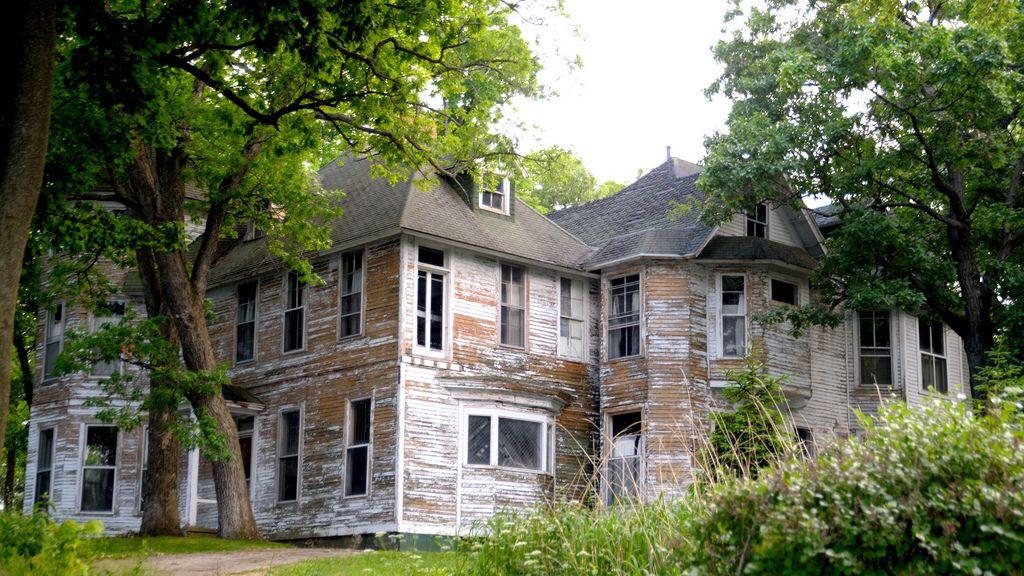 Abandoned mansion on Lake Path between Williams Bay, WI and Fontana