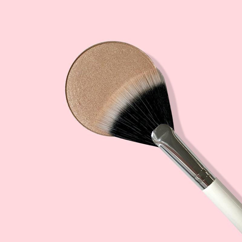 Fan Makeup Brush In 2020 Fan Brush Makeup Makeup Brushes Fan Brush