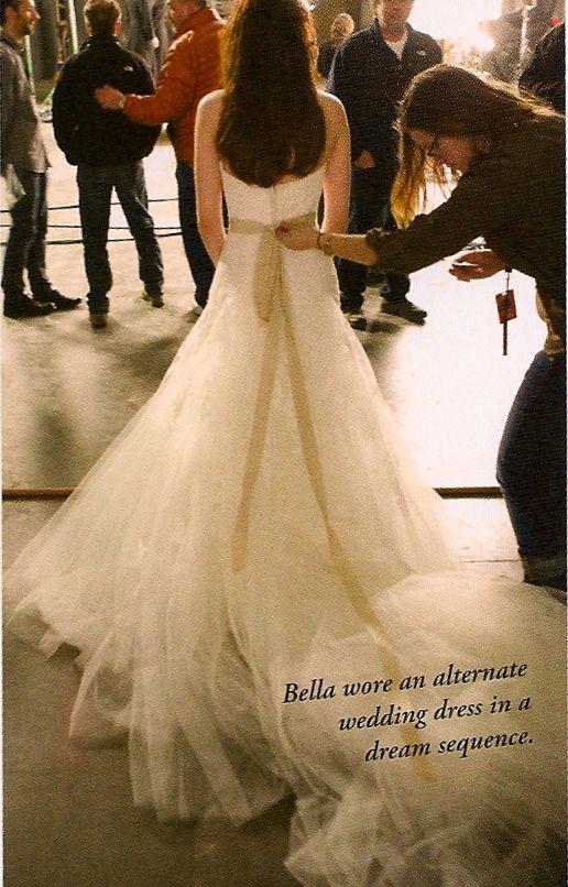 Bella S Dream Wedding Gown Kristen Stewart Breaking Dawn Part 1 Bella Wedding Dress Wedding Dresses Twilight Wedding