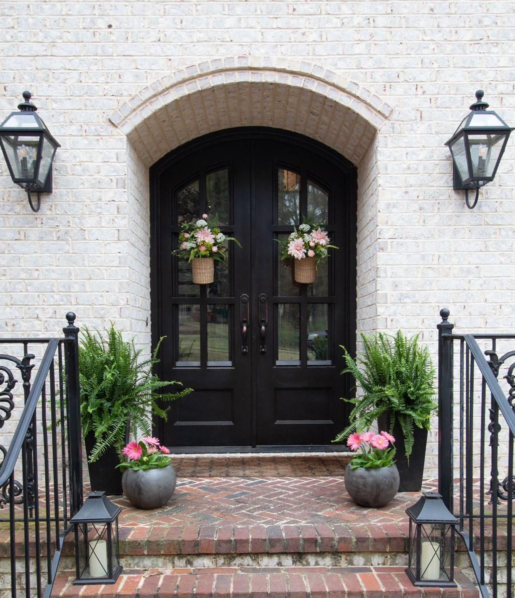 Front door entry spring decor. Seasonal Simplicity ...