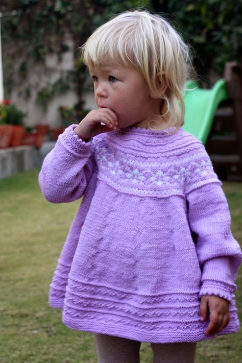 Free pattern in Norwegian for this pretty Petra Dress - link on my blog