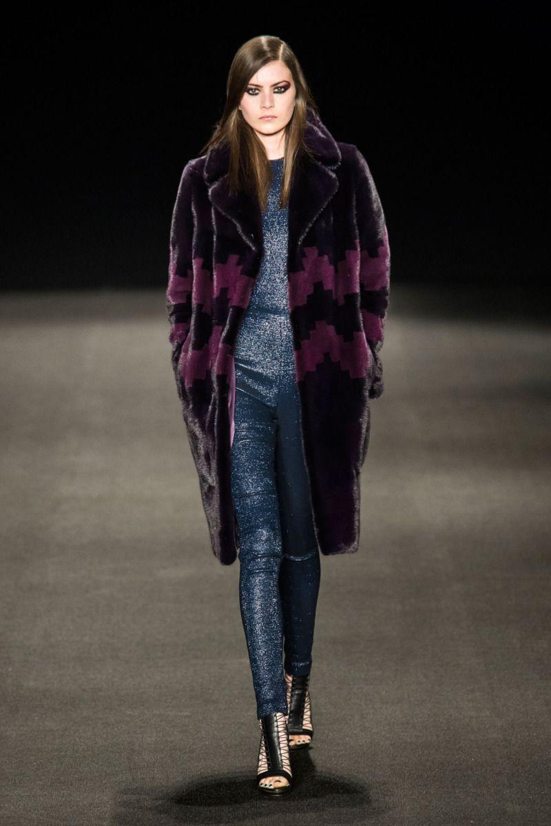 coat score: 3.3 || Monique Lhuillier