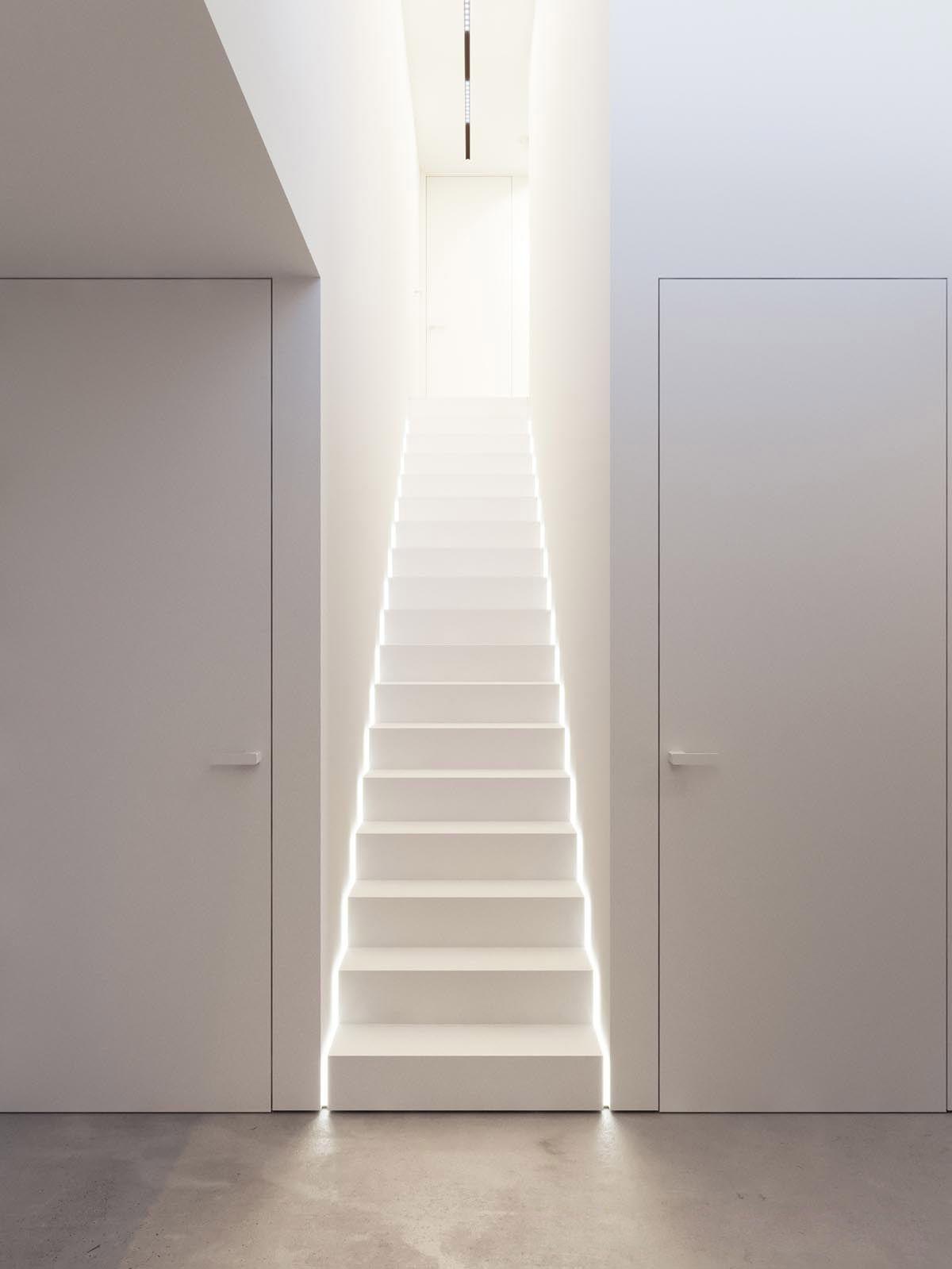 All white interior design tips with example images to for Arredare casa vastu