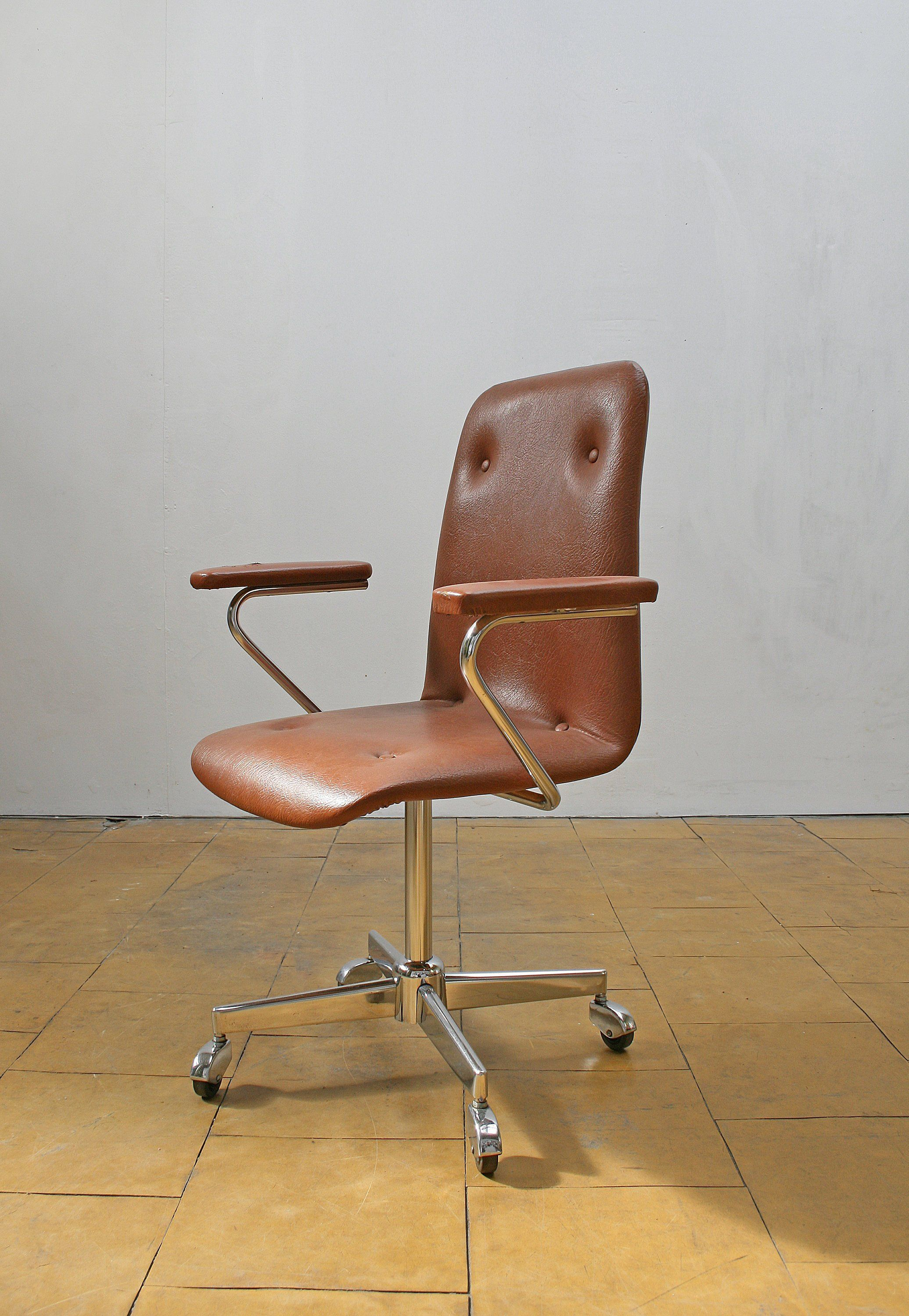 Vintage Rusty Brown Leather Swivel Desk Armchair Office Loft Workspace Industrial West German Mid Century Modern Execu Armchair Mid Century Modern Leather Seat