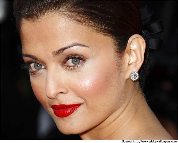 7a46bd5f524 Aishwarya rai diamond earrings #diamondearrings #earrings #diamond ...