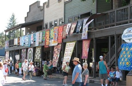 Sisters Oregon Outdoor Quilt Show (July) - Sisters is a quaint ... : quilt shows oregon - Adamdwight.com